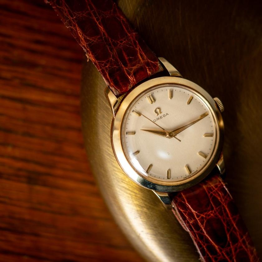 vintage Omega 2686 14K solid gold dress watch