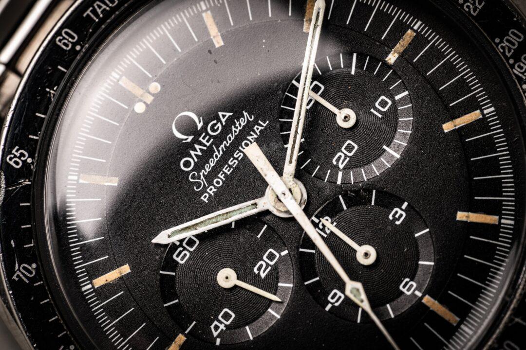 vintage omega speedmaster 145022-69 straight writing macro