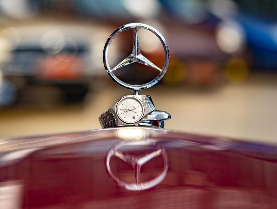 Vintage Omega Seamaster mercedes quartz 196095 cal 1342 on car hood