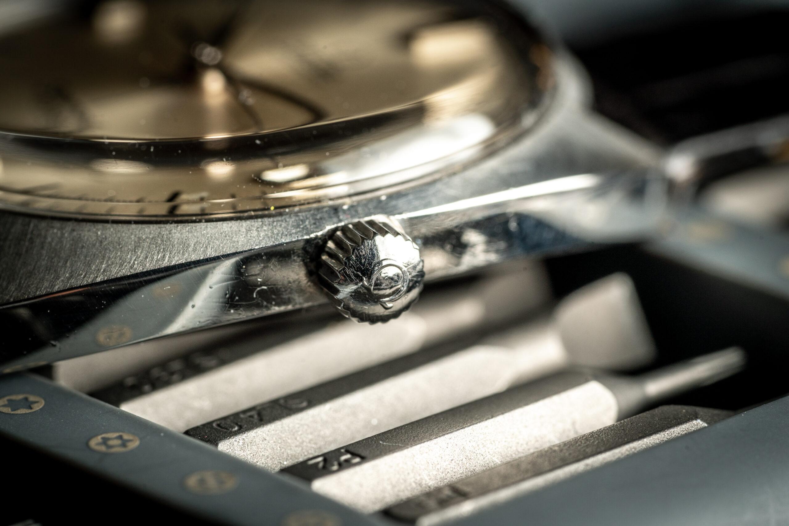 vintage Omega Seamaster Cosmic 166026 watch crown