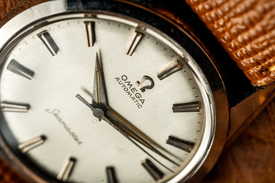Vintage omega seamaster 14700-1 watch macro