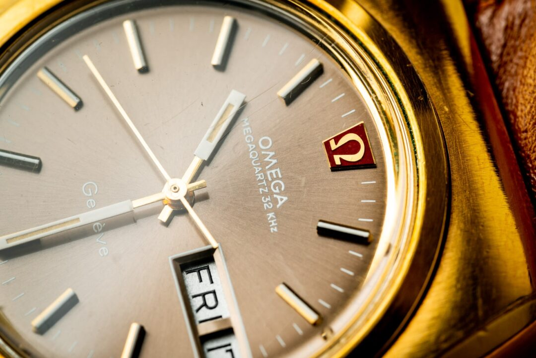 Omega Geneve Megaquartz 196.0030 Grey Dial Gold plated 1973 dial macro