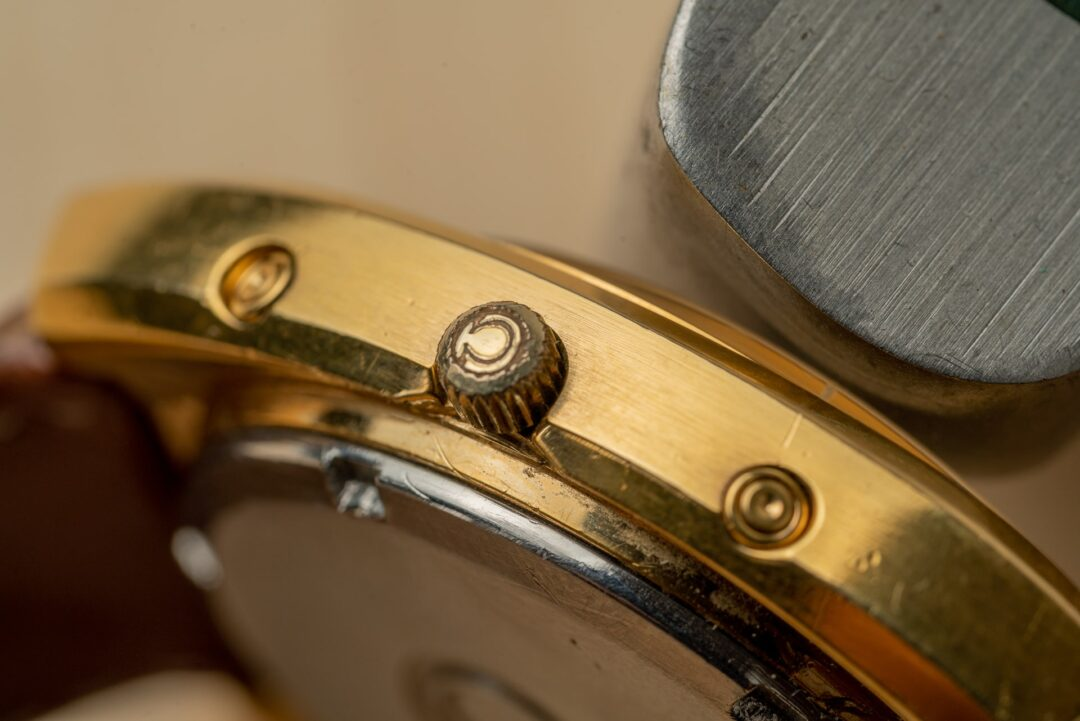 Omega Geneve Megaquartz 196.0030 Grey Dial Gold plated 1973 crown