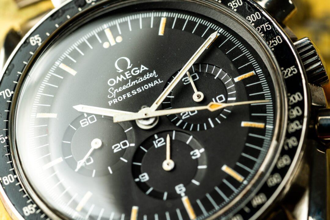 vintage Omega speedmaster 145022-74 dial