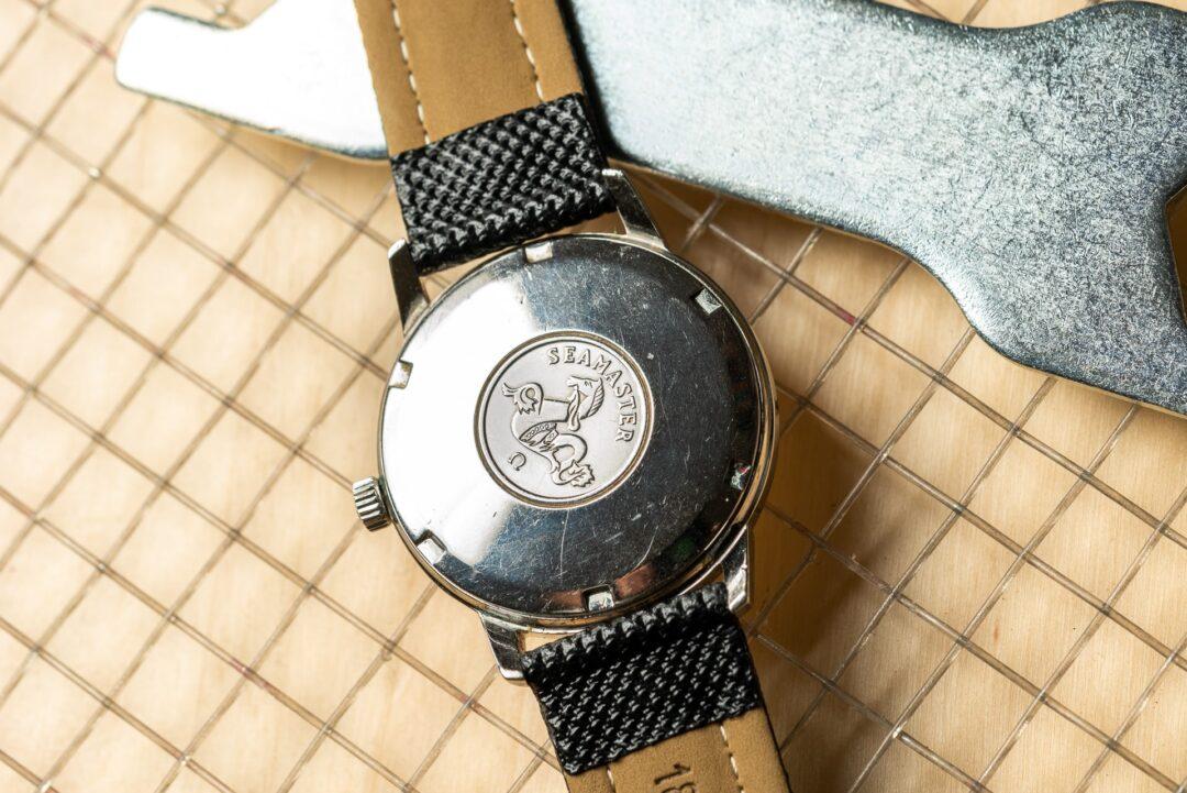 vintage omega seamaster 165002 from 1965 watch caseback